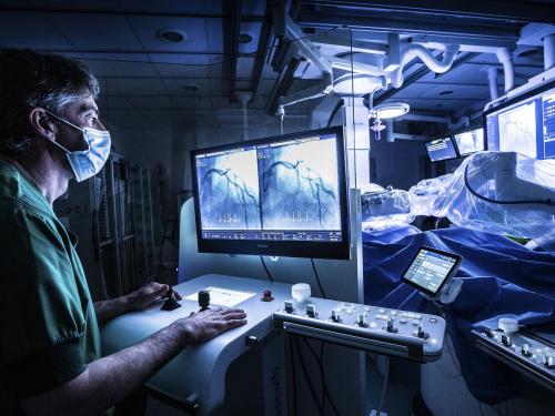 Benelux primeur bij Hartcentrum ZNA_robot-plaatst-stent